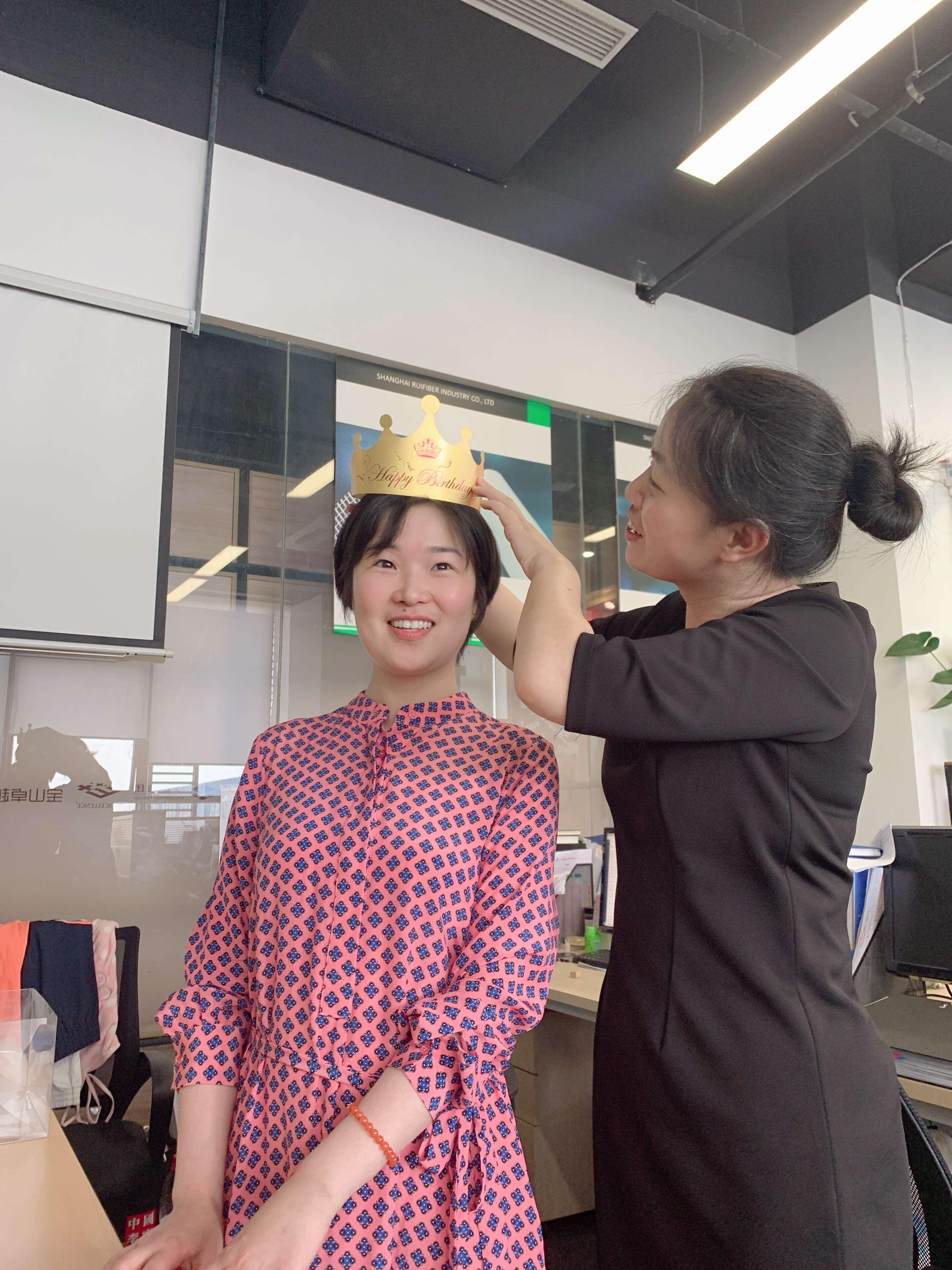 Shanghai Ruifiber celebrates the birthday of its employee (3)