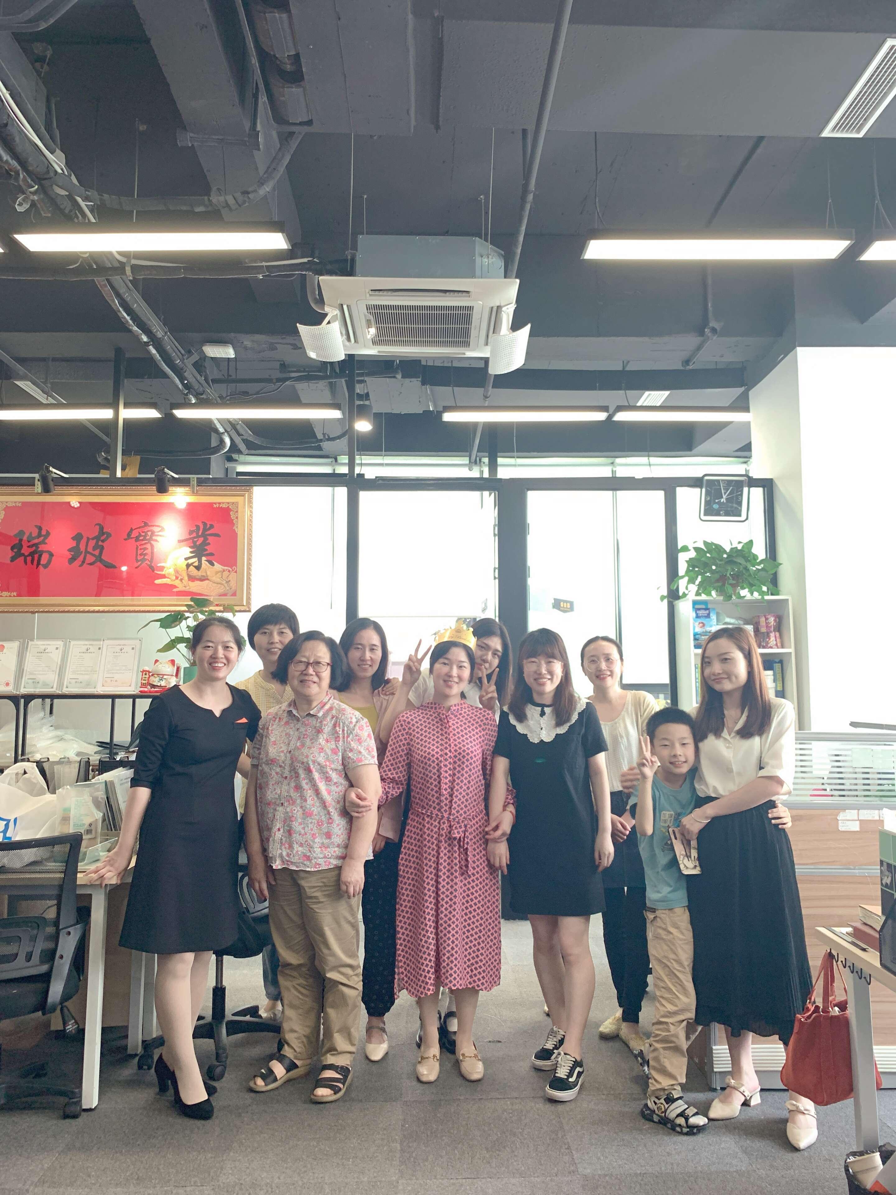 Shanghai Ruifiber celebrates the birthday of its employee (4)
